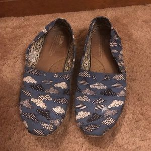 Toms blue clouds size 9.5 women's shoes